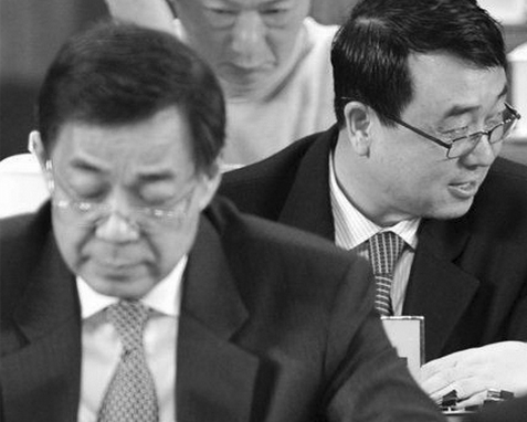 Bo Xilai (L) and Wang Lijun (R). Facts about organ harvesting were exposed during former Chongqing police chief Wang Lijun's defection to a US Consulate in 2012. Wang Lijun is also currently under arrest. (Epoch Times Photo Archive)