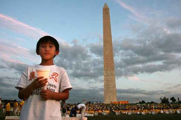 A young boy participates in a 2007 candle-light vigil held in Washington D.C, that called for an end to the persecution of Falun Gong in China. Falun Gong consists of meditative exercises and adherence to the three principles of Truthfulness, Compassion, and Forbearance. (Image: Longtrekhome via Flickr /CC BY 2.0)
