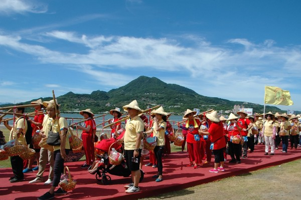 The Carrying-pole Rice Presentation Parade at the 2016 New Taipei City Hakka Yimin Festival-