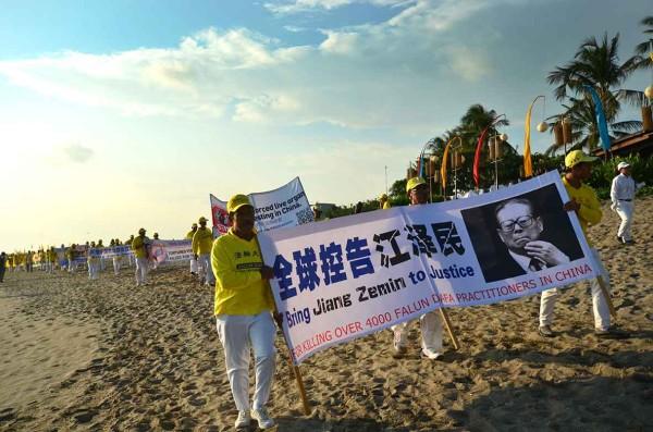 A banner reading bringing Jiang Zemin to justice (Image: Vision Times)