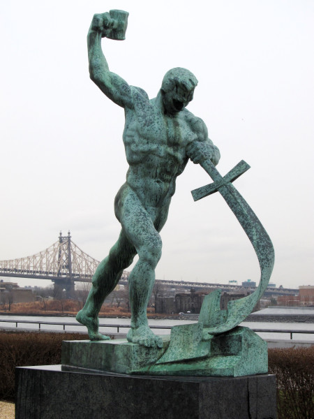 Let Us Beat Swords into Plowshares, a sculpture by Evgeniy Vuchetich in the United Nations Art Collection. (Image: Neptuul via wikimedia / CC BY-SA 3.0)