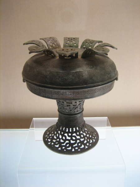 Pu with openwork interlaced dragons from Warring States period, Shanghai Museum. (Image: Mountain via wikimedia / CC BY-SA 3.0)