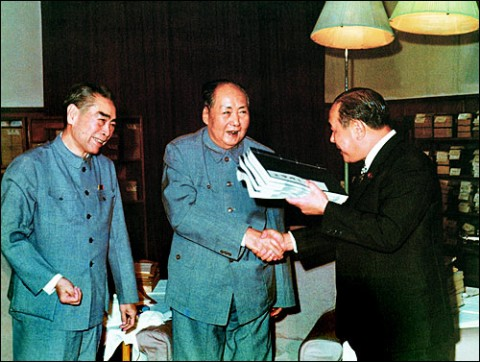 Japanese diplomat Tanaka Kakuei meeting with Mao Zedong and Zhou Enlai in 1972. (japan.china.org.cn)