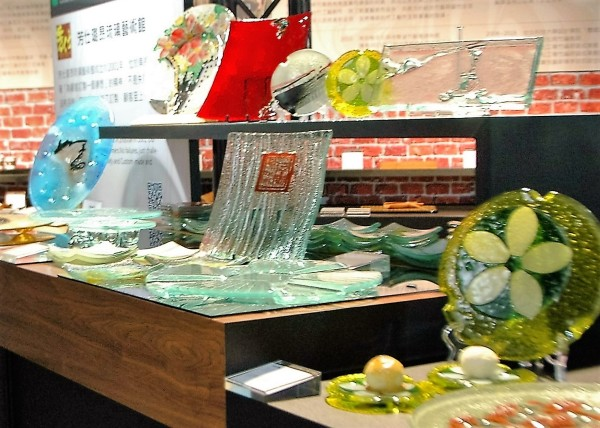 Glass utensils displayed at the food expo. (Image: Seed Goan/ Vision Times)