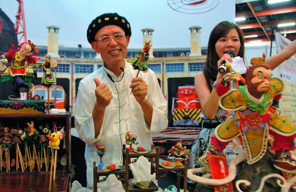 Dough figurine making demonstration at the food expo. (Image: Seed Goan/ Vision Times)
